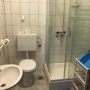 APPThree-bathroom